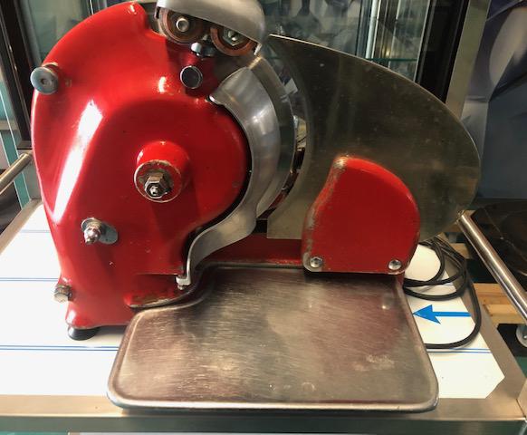 Elektromos hússzeletelő gép