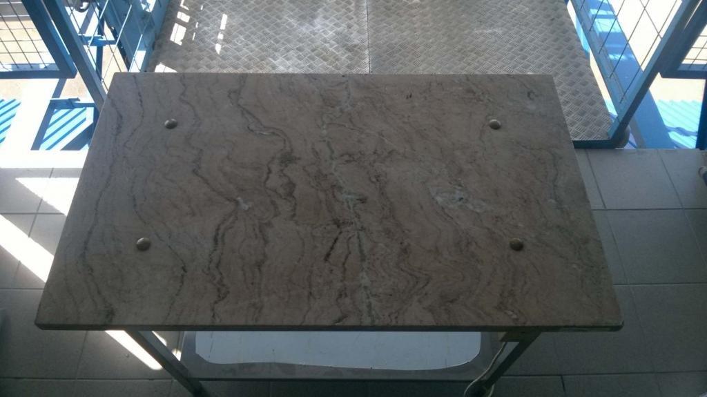 Melegíthető márványasztal